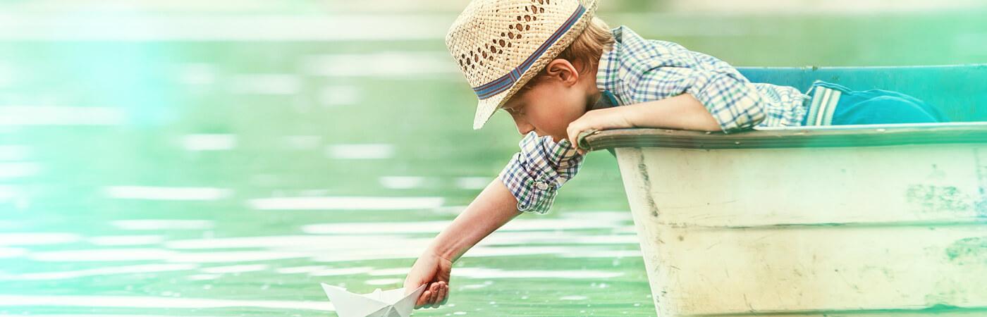 Content Ökostrom: Junge im Boot
